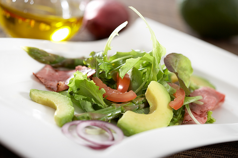 Roast beef & avocado salad