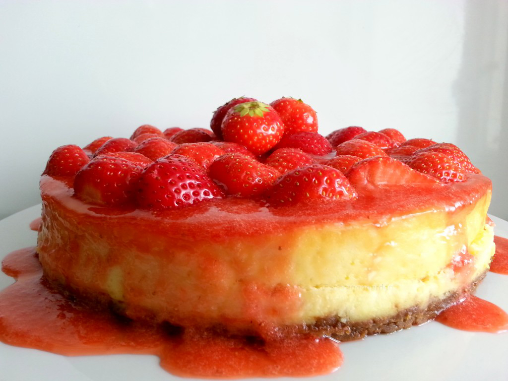 Strawberry Cheesecake with Fresh Strawberry Sauce